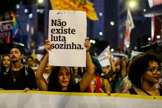 Segundo o Ipea, no mínimo 527 mil pessoas são estupradas por ano no Brasil e apenas 10%...