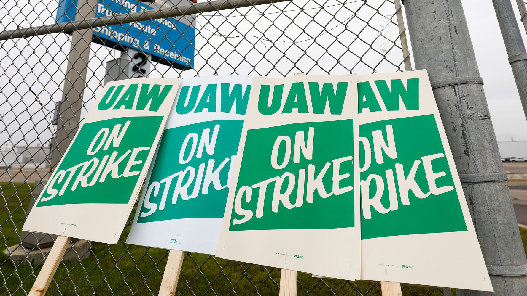 Westlake Legal Group 5da619be210000090e347d83 GM And UAW Reach Tentative Deal To End Massive Strike