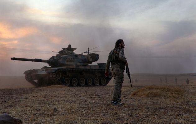 Rebeldes sirios dirigidos por Turquía en el norte de