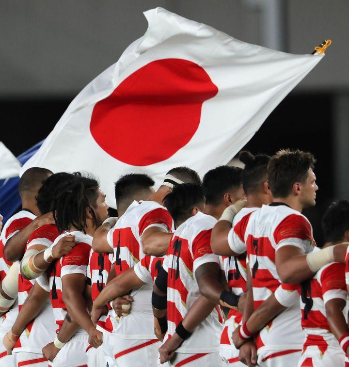 ラグビーW杯/国歌斉唱する日本代表