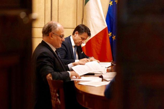 """Sms di Conte a Gualtieri: """"Lotta all"""