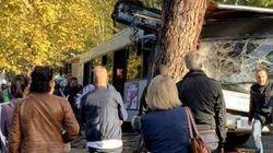SCHIANTO CONTRO UN ALBERO - Incidente per un autobus a Roma: 40 feriti, di cui 9