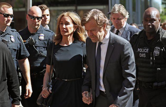 Felicity Huffman et son mari William H. Macy au Palais de Justice à Boston le 13 septembre
