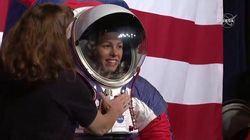 La Nasa presenta le nuove tute per andare sulla Luna: gli astronauti potranno piegare le