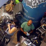 Fallece un pasajero que quedó atrapado en El Prat durante las