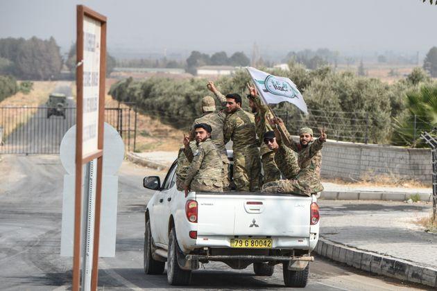 Qui combat dans le nord de la Syrie? (Ici des membres de l'armée syrienne libre qui combattent...