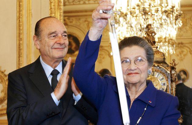 Simone Veil est élue à l'Académie française le 20 novembre 2008, au...
