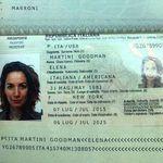 Andrea Delogu pubblica la foto del passaporto e gli utenti l'attaccano (ma c'è un