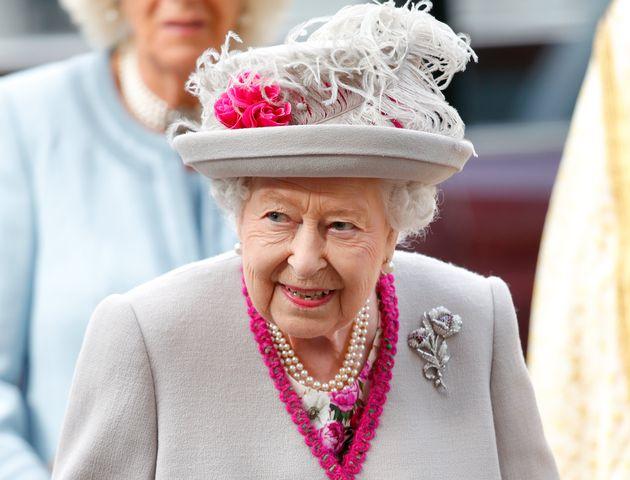 La Regina Elisabetta cerca un nuovo maggiordomo (ma la paga è inferiore al salario