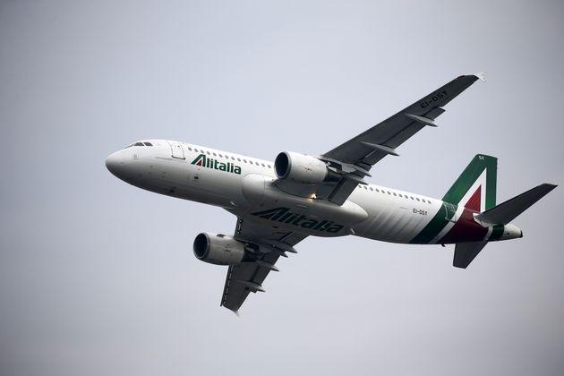 Alitalia, Fs e Atlantia chiedono altre 8 settimane per l'offerta