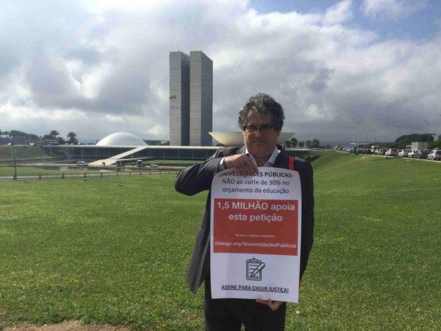 Em maio, o professor Daniel Peres levou sua mobilização em defesa das universidades até o Congresso