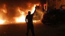 Tercera noche violenta en Barcelona: barricadas, coches ardiendo y enfrentamientos con la