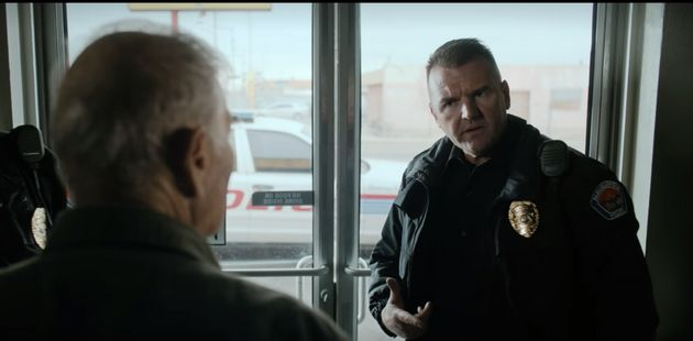 O policial Simon Drobik em cena de