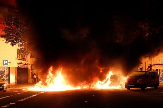 Fuego y humo en muchas calles
