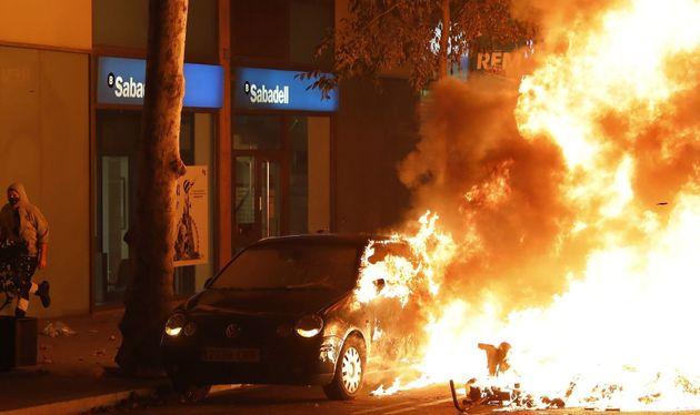 Arde un coche en plena