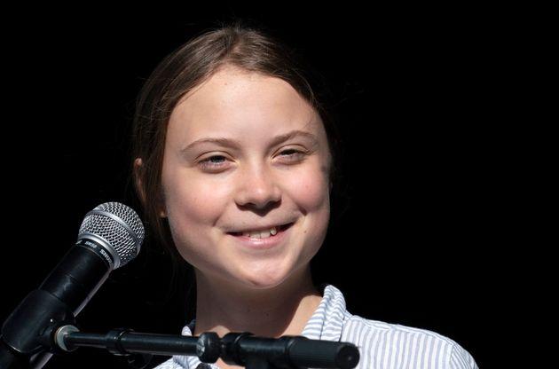 La militante et étudiante suédoise Greta Thunberg quitte la scène après avoir...