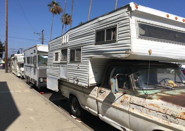 À Venice, les vans et camping-cars font partie du paysage de certaines