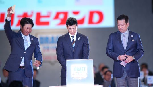 ドラフト会議で緊張の一瞬。指名された注目選手たちは何を語った?