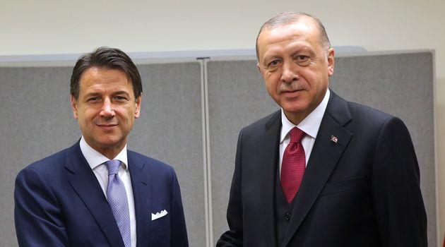 Il premier Conte sente Erdogan, telefonata tesa: