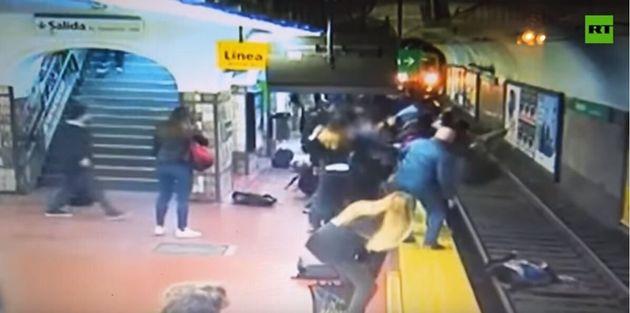 Αργεντινή: Πώς ξεγέλασε τον θάνατο γυναίκα που έπεσε στις ράγες του