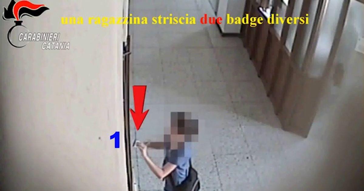 A Catania sono stati usati minorenni per timbrare badge in comune: 48 indagati