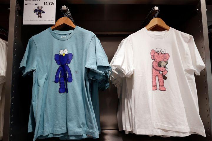 Camisetas de Kaws en la tienda de Uniqlo en Madrid.