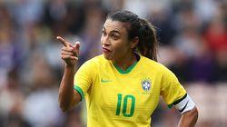 Marta ganha prêmio da Women's Sports Foundation por 'derrubar as barreiras de gênero' no
