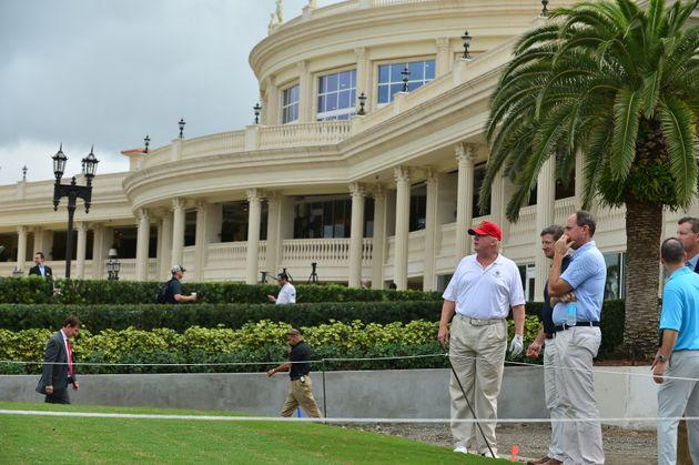 Donald Trump sur l'un des parcours du terrain de golf duNational Doral