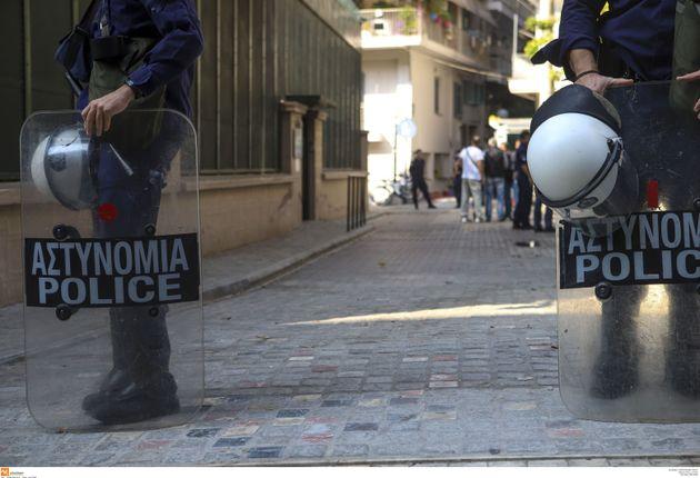 Θεσσαλονίκη: «Εισβολή» αντιεξουσιαστών στο τουρκικό προξενείο - Στον εισαγγελέα οι 12