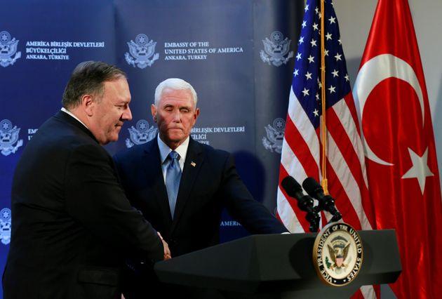 Le vice-président américain Mike Pence et le ministre des Affaires étrangères...