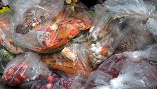 Montréal interdira aux magasins de jeter les aliments et vêtements