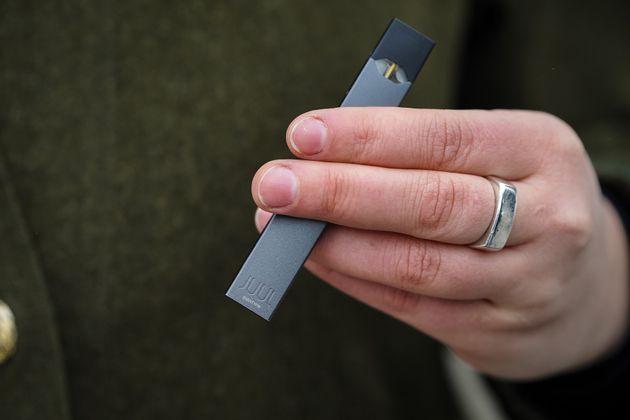 Juul, leader de la cigarette électronique, réduit drastiquement la vente de ses produits...