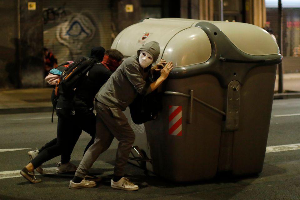 Τουλάχιστον 500.000 άτομα στους δρόμους της Βαρκελώνης - Η πολιτοφυλακή προ των