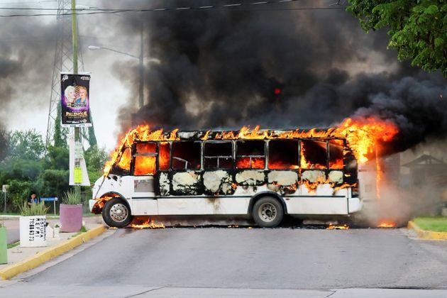 Tre ore di sparatorie in strada in Messico per arrestare il figlio di El