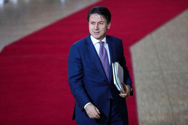 Conte promette il taglio dell'Irpef al 20% (ma tra almeno due