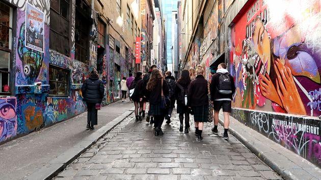 호주의 '존중하는 관계 교육'에는 초등학교 취학 전 과정부터 고등학교 12학년까지 전 학년에 각각 나이대에 맞는 과정이