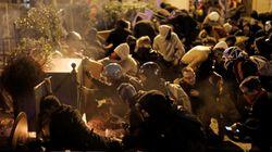 Sciopero generale in Catalogna, manifestanti chiudono la frontiera con la