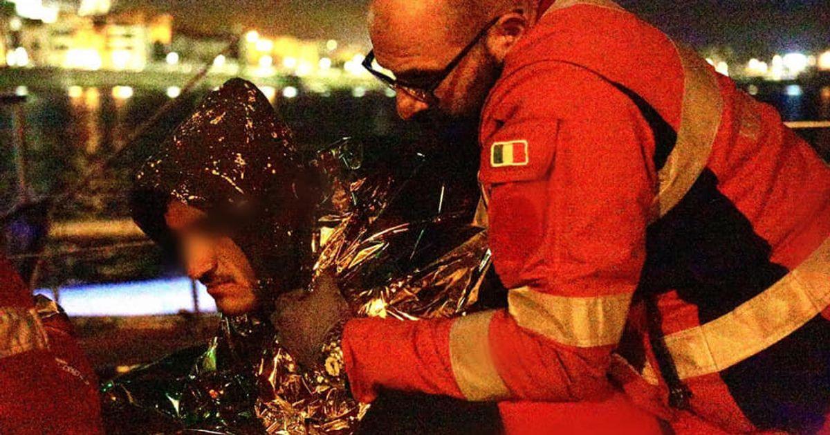 Un Italia che aiuta. Coperte e conforto ai profughi curdi in fuga, accolti in Salento