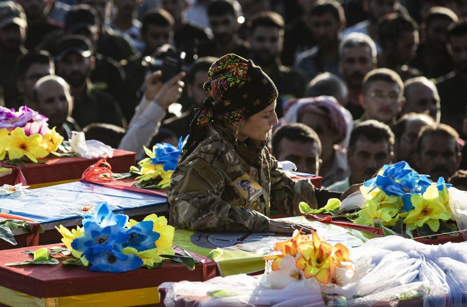 Μια κούρδισσα του YPJ...