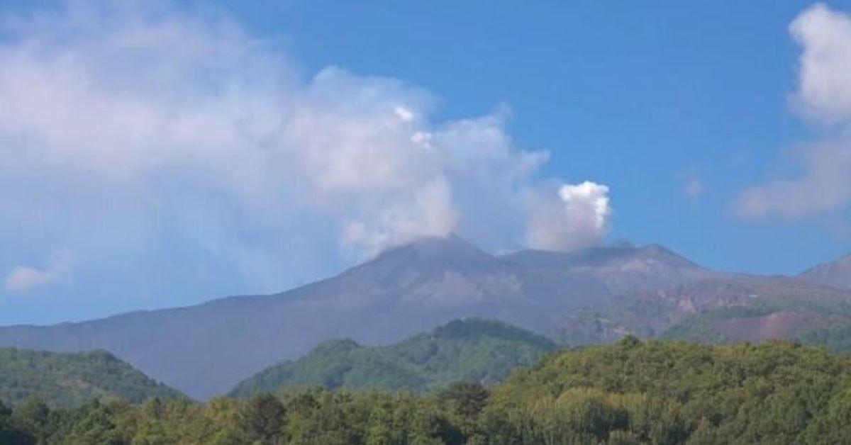 L'Etna torna ad eruttare. Disagi all'aeroporto di Catania