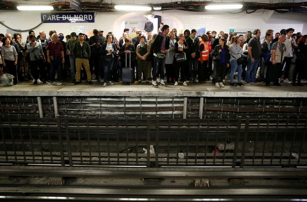 Gare du Nord, le quai de la station de métro bondé vu un jour de grève, le 13 septembre
