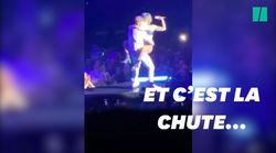 Lady Gaga tombe de scène avec un fan en plein concert à Las