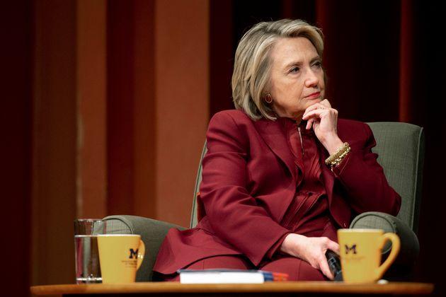 Hillary Clinton accuse la Russie de s'ingérer à nouveau dans la présidentielle américaine...