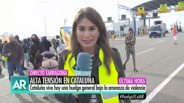 Una reportera de Ana Rosa en un directo en