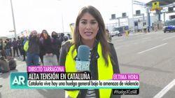 Lo que hace el manifestante del fondo en pleno directo de Telecinco llama la atención (y mucho) de Ana Rosa