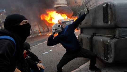 Manifestation indépendantiste monstre et nouveaux heurts à