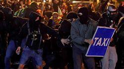 Radicales muy jóvenes convierten el centro de Barcelona en un laberinto de barricadas y