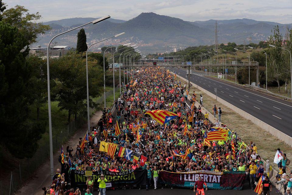 Ισπανία: Ο ηγέτης της Καταλονίας ζητεί συνομιλίες με την κυβέρνηση - Στους 182 οι