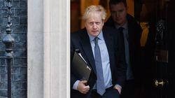 Parlamentares britânicos forçam primeiro-ministro a adiar