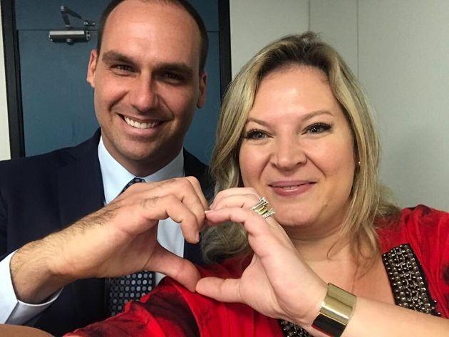 Deputados federais Eduardo Bolsonaro e Joice Hasselmann em dezembro de 2018, antes de Jair Bolsonaro...